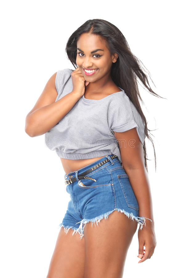 Портрет привлекательной молодой женщины с длинный усмехаться черных волос стоковое изображение