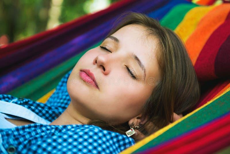 Портрет привлекательной спать девушки стоковые изображения rf