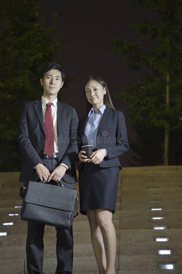 Портрет 2 профессиональных бизнесменов стоковое изображение