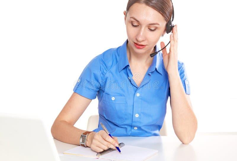Портрет работника обслуживания клиента женщины, усмехаться центра телефонного обслуживания стоковое фото rf