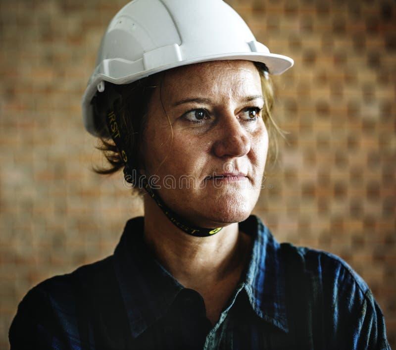 Портрет рабочий-строителя стоковые фото