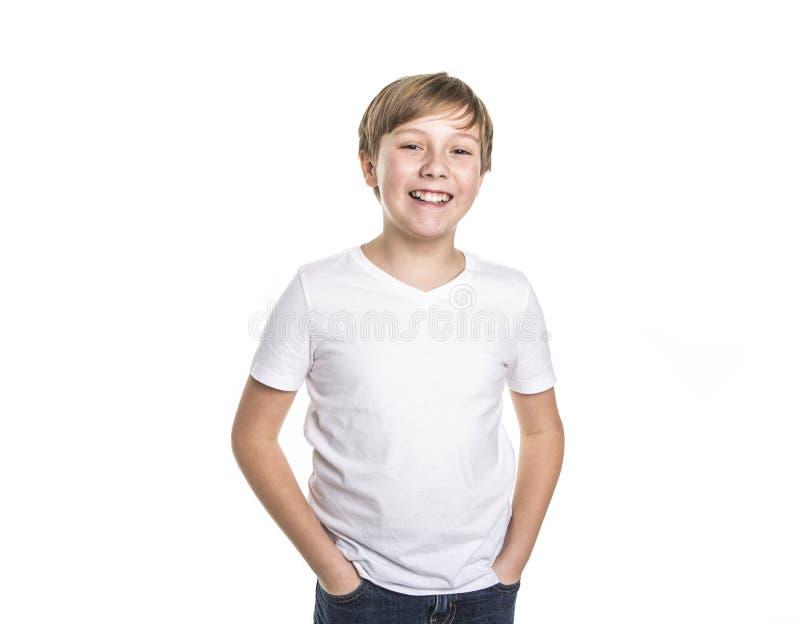 Портрет ребенка смешной мальчик на предпосылке белизны студии стоковые фотографии rf