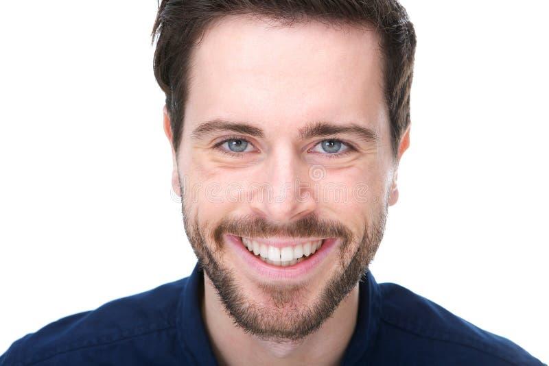 Портрет дружелюбный усмехаться молодого человека стоковое изображение rf