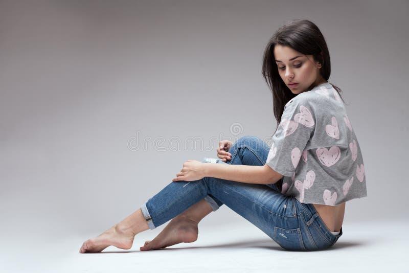 Портрет сексуальный представлять женщины стоковое фото rf