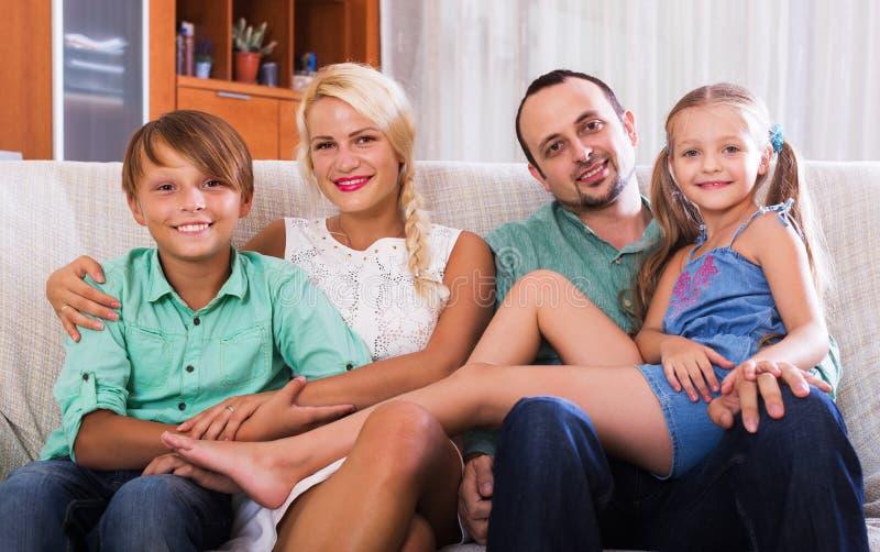 Портрет семьи среднего класса стоковая фотография rf