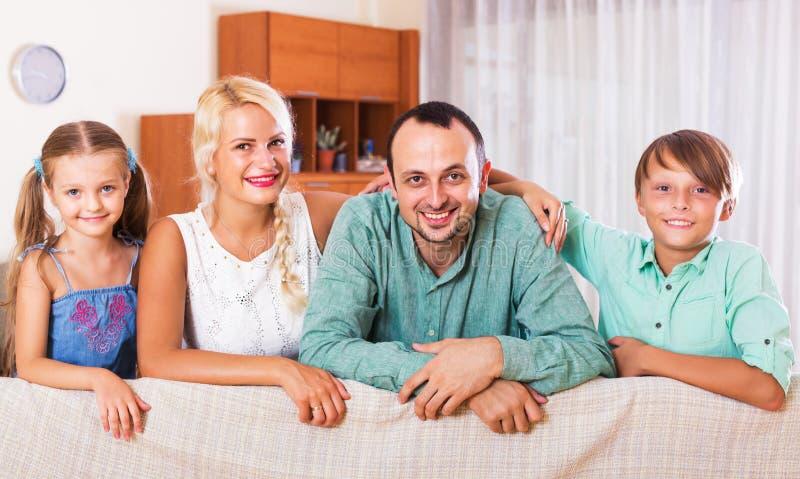 Портрет семьи среднего класса стоковая фотография
