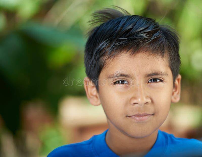 Портрет серьезного испанского мальчика стоковая фотография rf