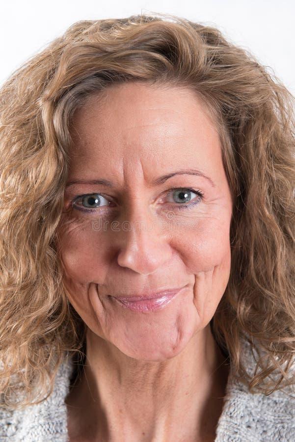 Портрет сильный, усмехаясь женщина, самый лучший ager стоковые изображения