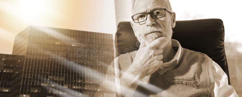 Портрет старшего бизнесмена; множественная выдержка стоковая фотография rf