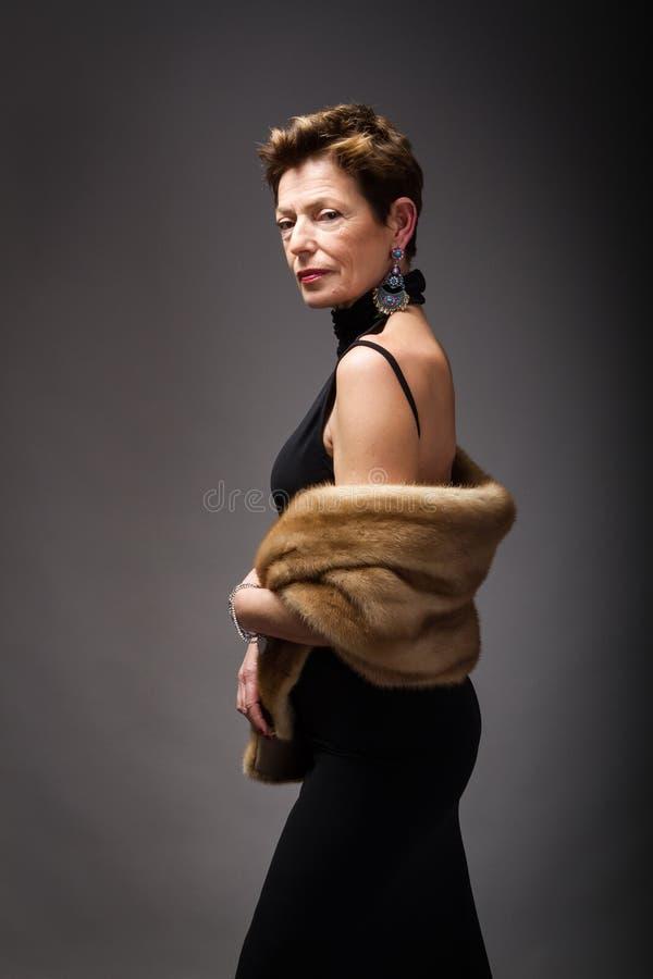 Портрет старшей дамы элегантный стоковые изображения rf