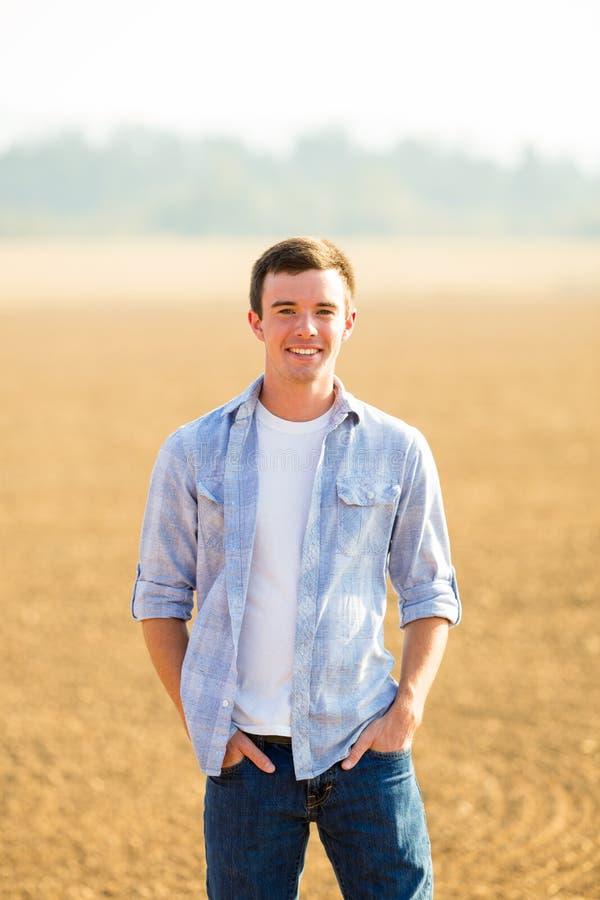 Портрет старшия средней школы молодого человека стоковые фото