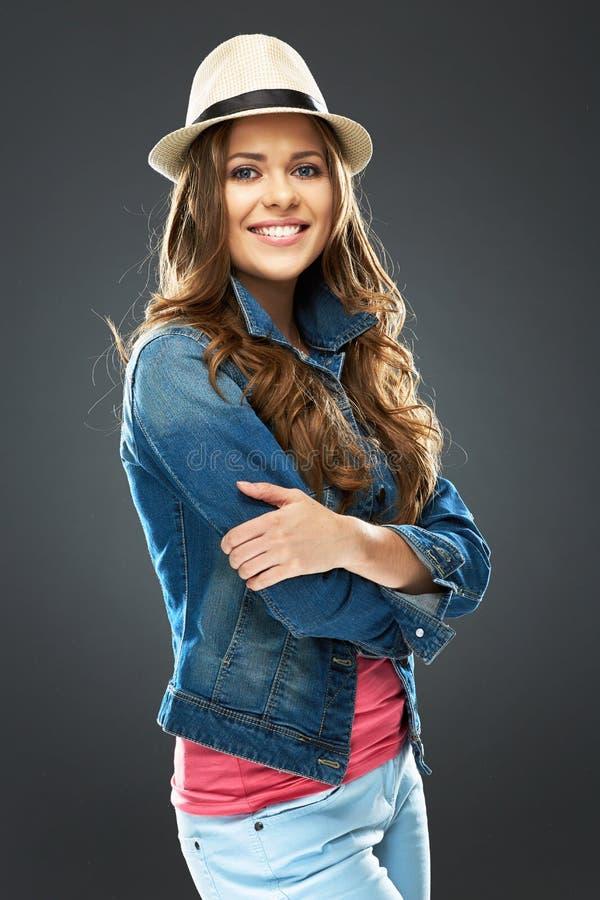 Портрет стиля моды молодой женщины с шляпой стоковая фотография rf