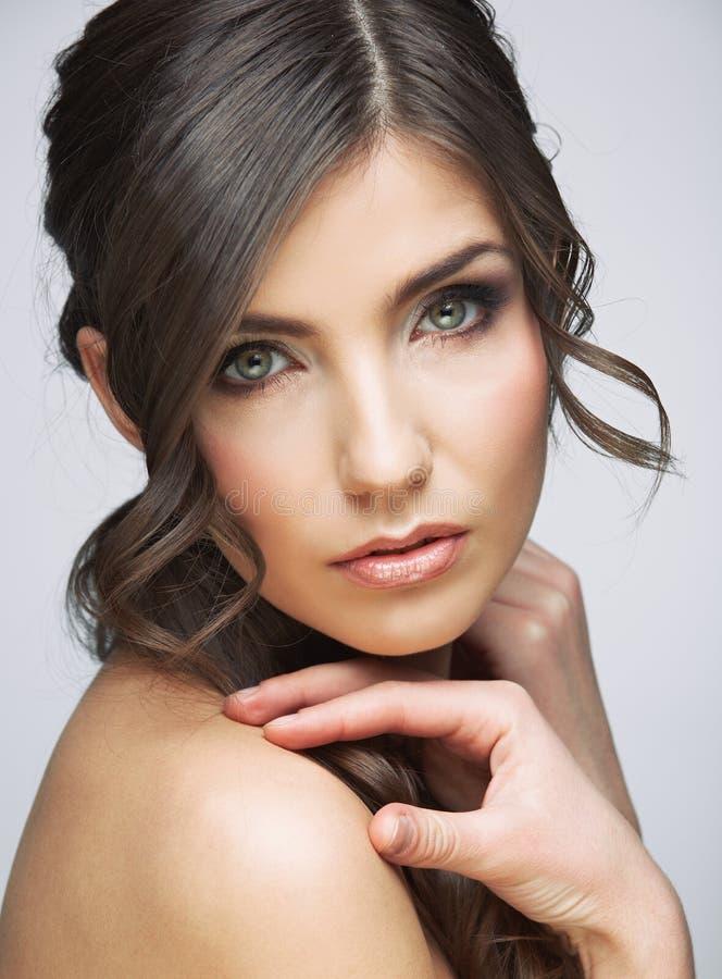 Портрет стороны женщины красоты Изолировано на серой предпосылке стоковое изображение