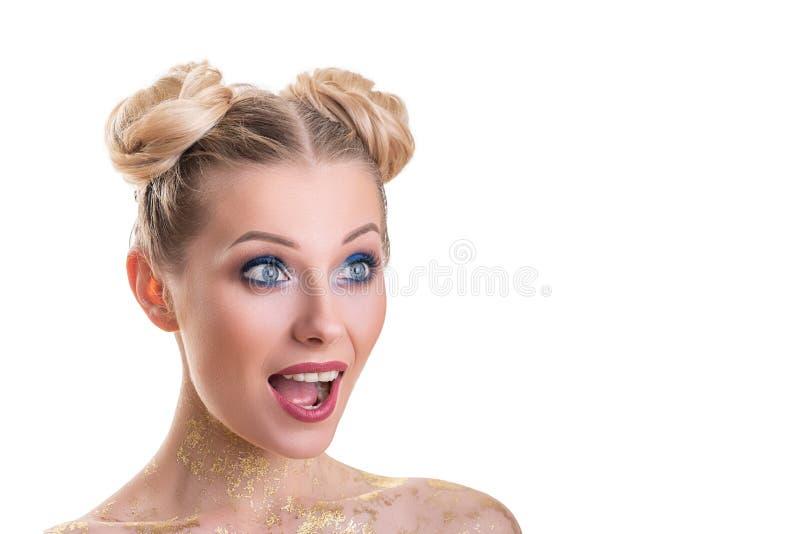 Портрет стороны женщины красоты Красивая девушка модели курорта с совершенной свежей чистой кожей Белокурая женская смотря камера стоковая фотография