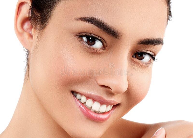 Портрет стороны женщины красоты Красивая модельная девушка с совершенным Fr стоковые изображения