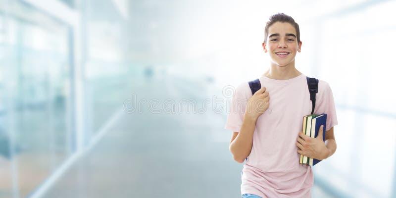 Портрет студента с усмехаться стоковое изображение