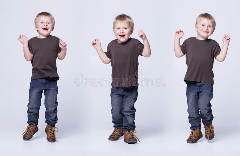 Портрет студии милого усмехаясь мальчика ребенок счастливый стоковые изображения rf