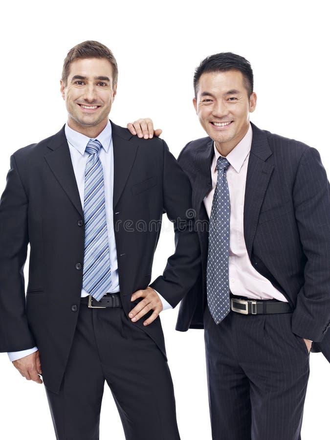 Портрет студии 2 бизнесменов стоковое изображение rf