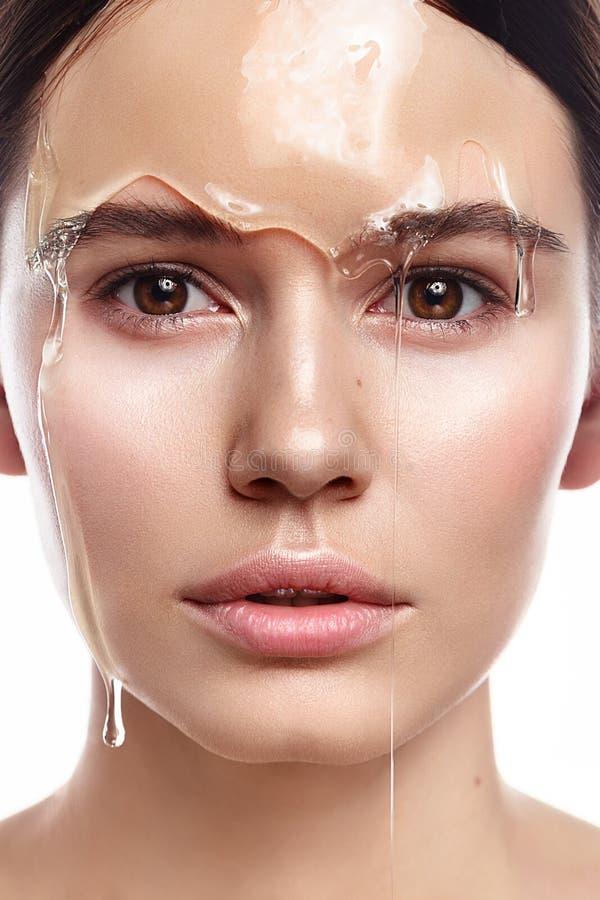 Портрет студии красивой женщины с естественным составом с tran стоковая фотография