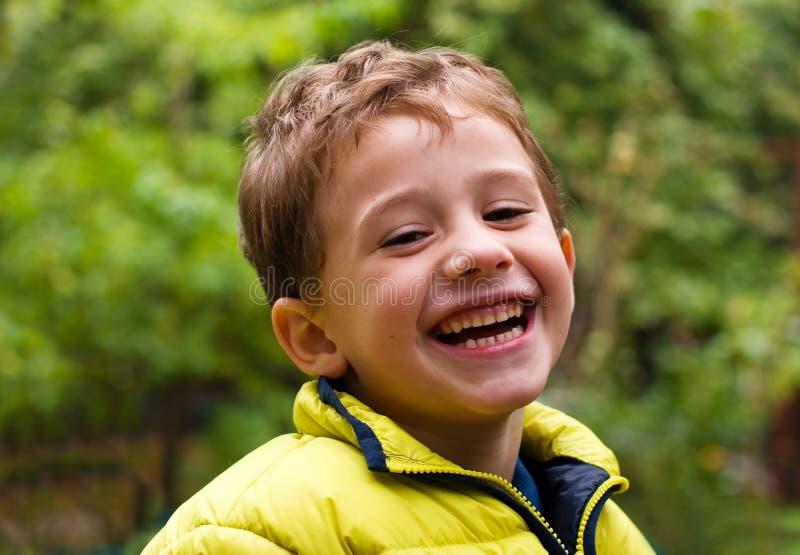 Портрет счастливого мальчика стоковые изображения rf