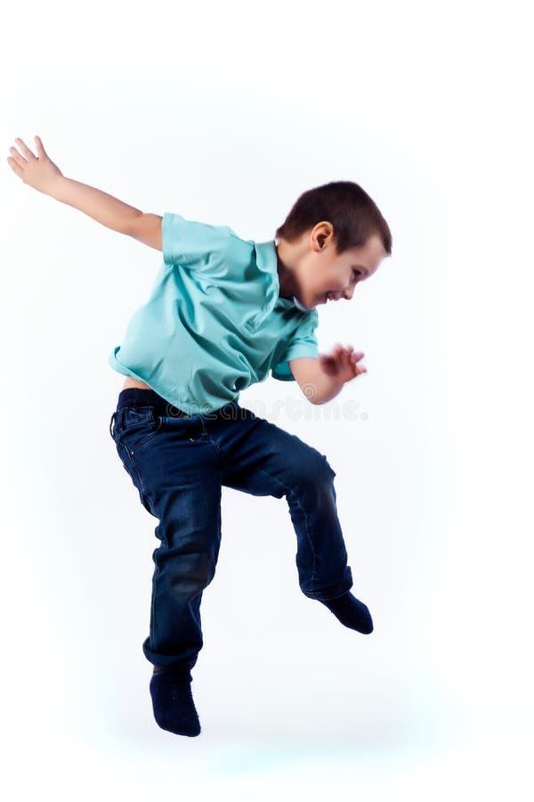 Портрет счастливого радостного красивого мальчика стоковое изображение rf