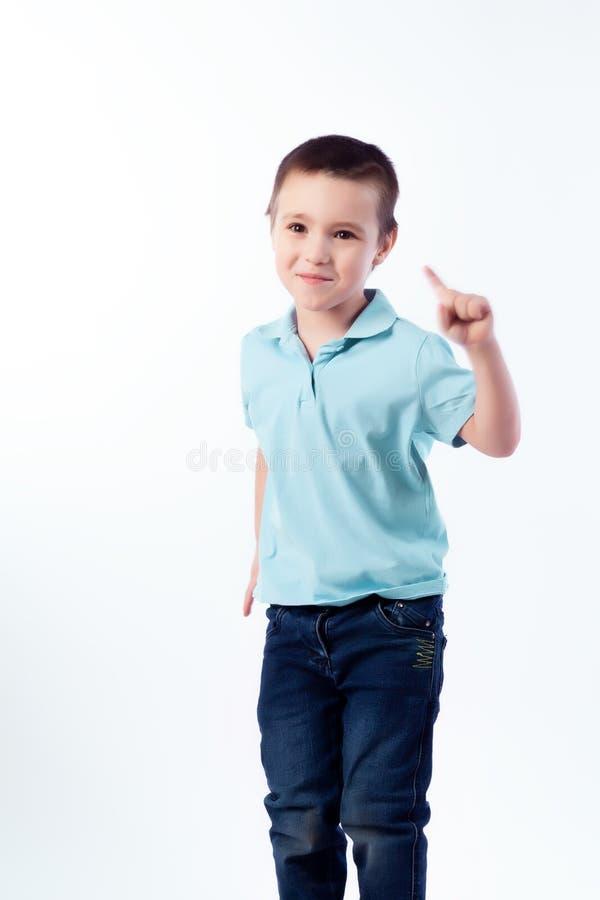 Портрет счастливого радостного красивого мальчика стоковые фотографии rf