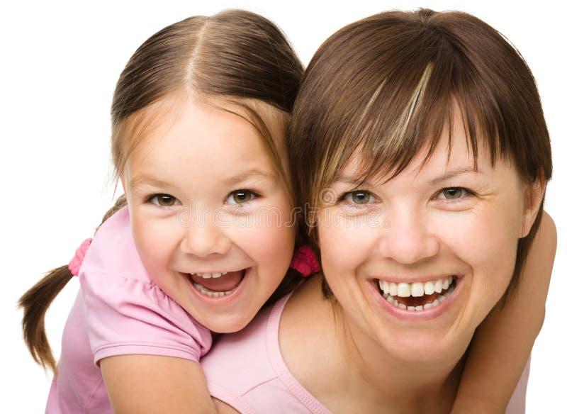 Портрет счастливой дочи с матью стоковое фото rf