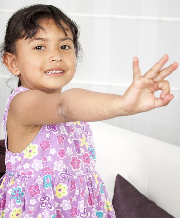 Портрет счастливой маленькой девочки стоковая фотография rf