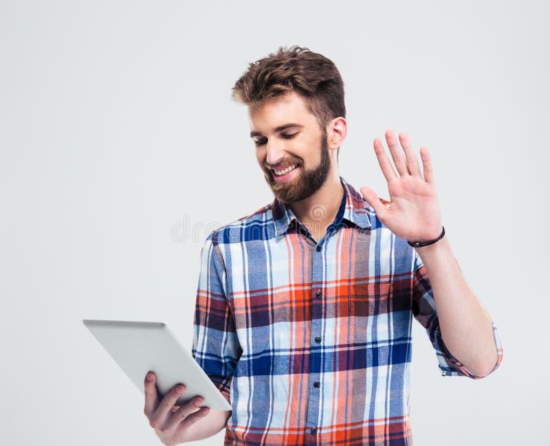 Портрет счастливого человека звоня видео- стоковое изображение rf