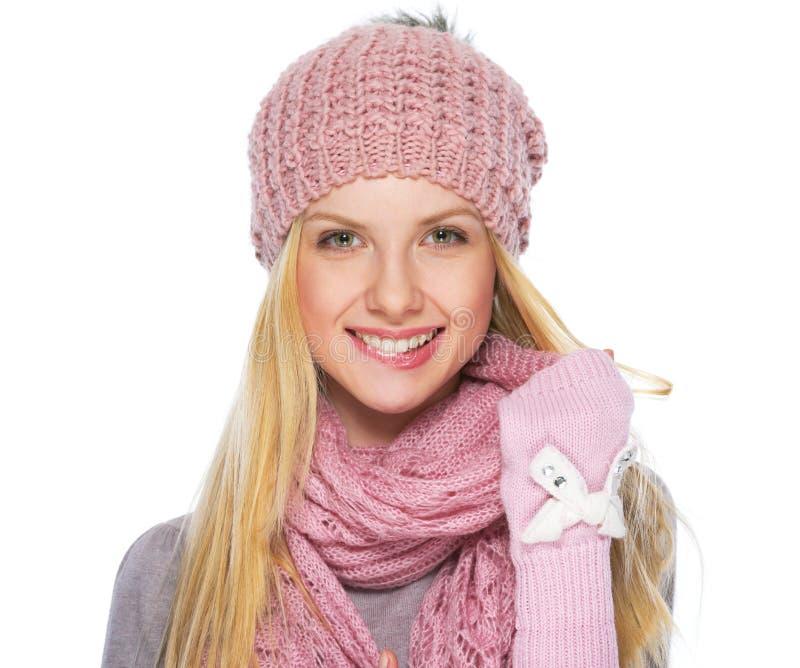 Портрет счастливой девушки подростка в зиме одевает стоковое изображение rf