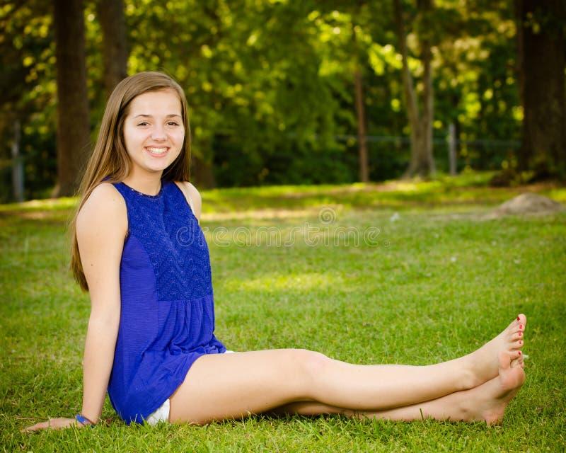 Портрет счастливой пре-предназначенной для подростков девушки стоковое изображение rf