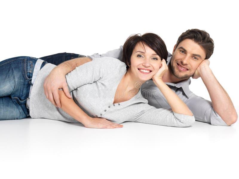 Портрет счастливых пар изолированных на белизне стоковые фотографии rf