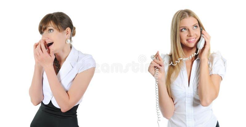 Портрет ся говорить телефона женщины дела стоковое изображение rf