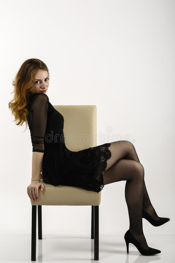 Портрет с красивой redheaded женщиной стоковое фото rf