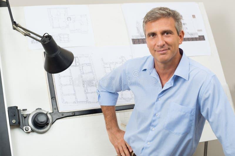 Портрет уверенно архитектора стоковая фотография rf