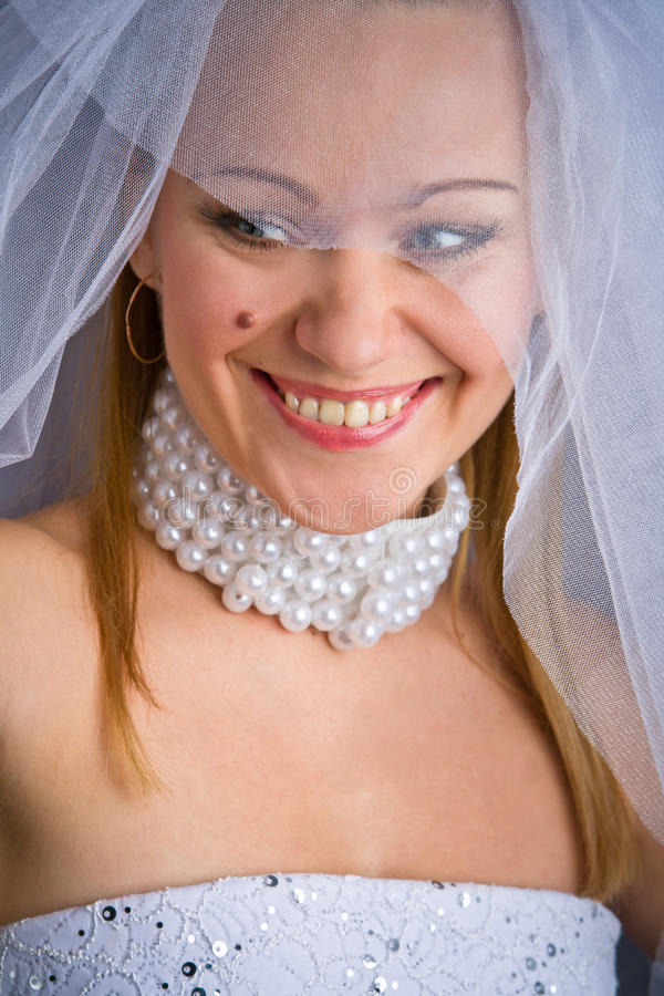 Портрет усмехаться невесты стоковая фотография