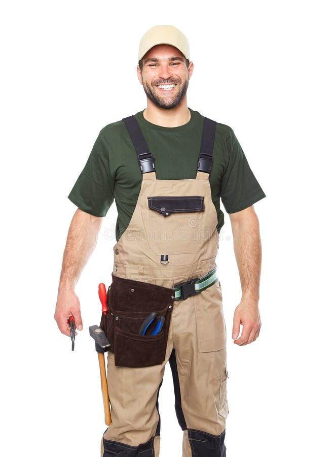 Портрет усмехаясь работника в коричневой форме с инструментами стоковые фотографии rf