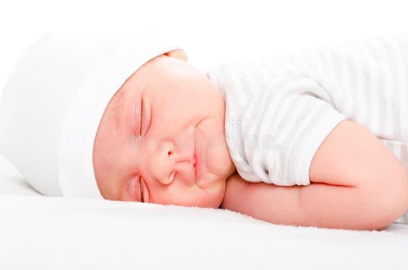 Портрет усмехаясь newborn спать младенца стоковые изображения rf