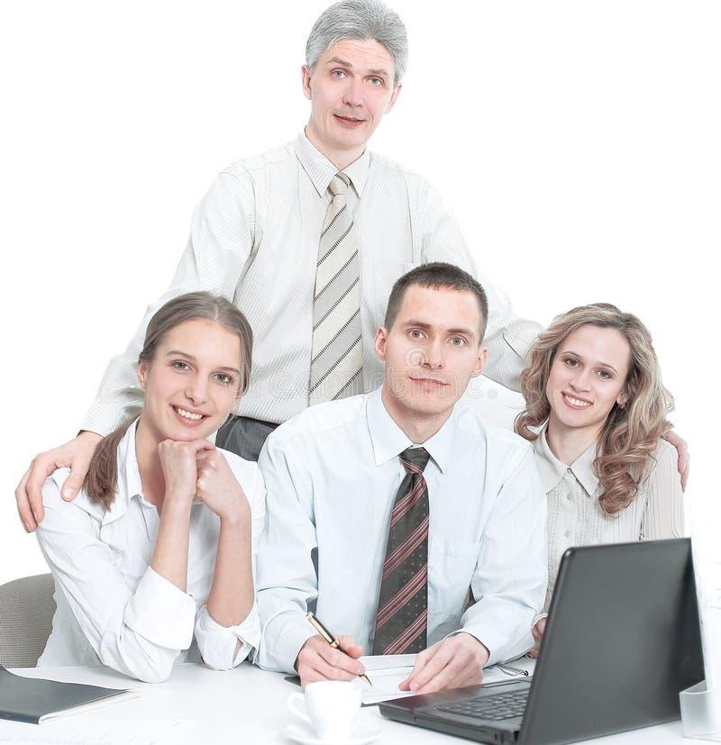 Портрет успешной команды дела в рабочем месте в офисе стоковые изображения rf
