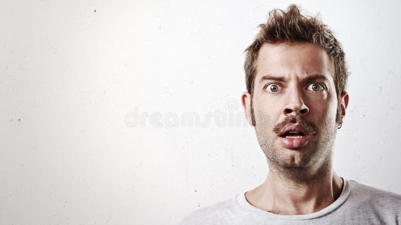 Портрет удивленного человека с усиком стоковое изображение rf