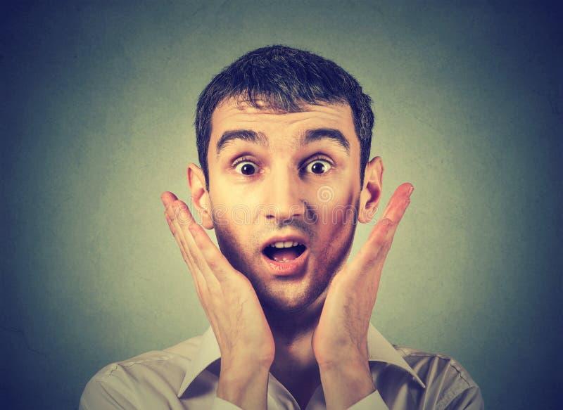 Портрет удивленного человека стоковое фото rf