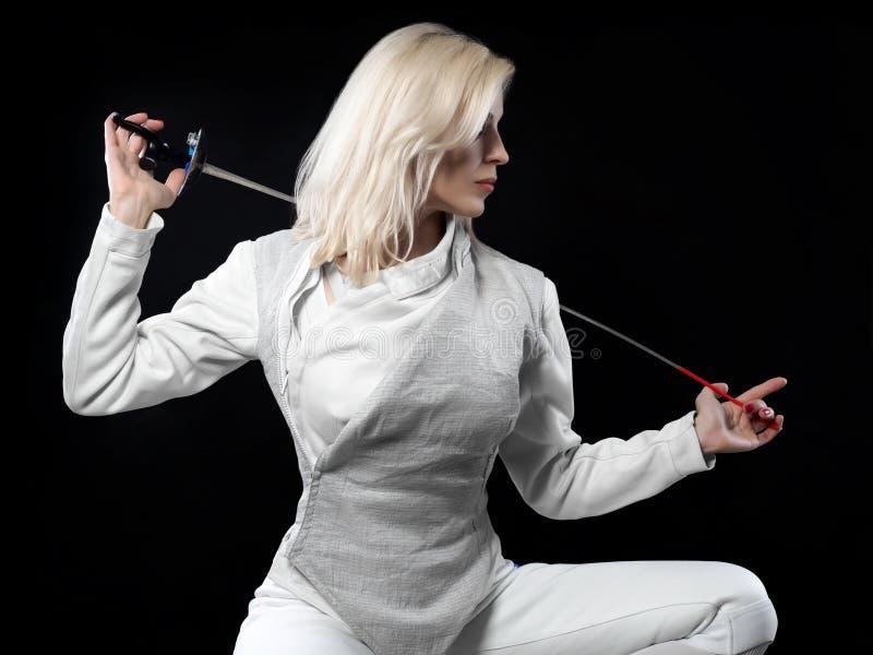Портрет фехтовальщика женщины стоковое изображение