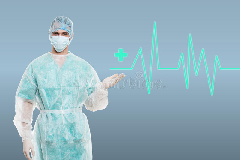 Портрет хирурга против медицинской предпосылки с линией ecg стоковые фото