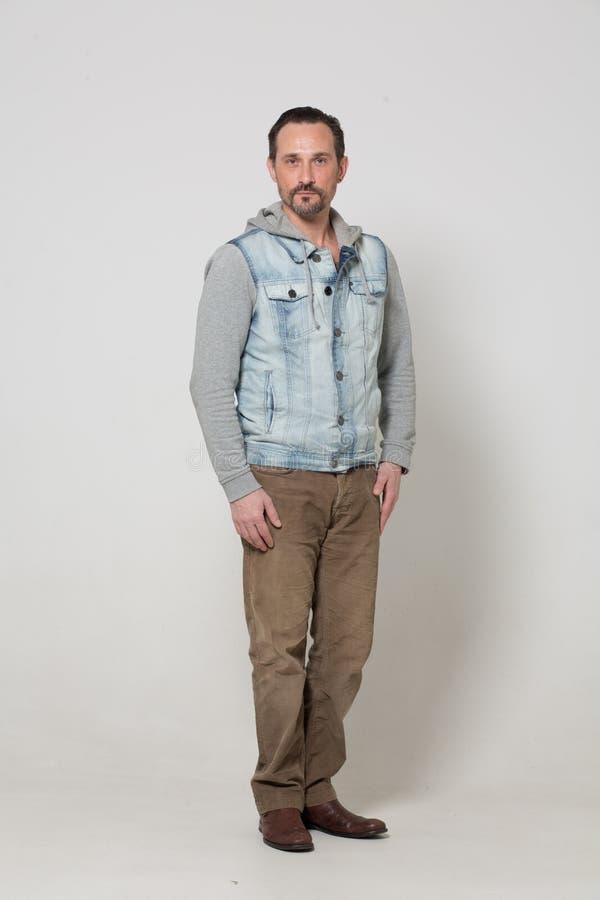Портрет человека одетого модой стоковое изображение rf