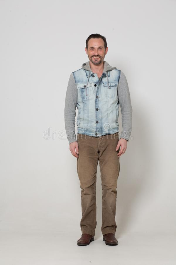 Портрет человека одетого модой стоковое изображение