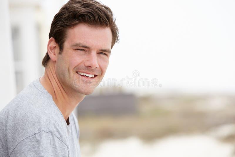 Портрет человека среднего возраста outdoors стоковые изображения rf