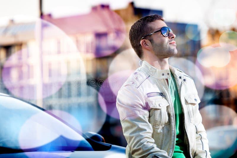Download Портрет человека в городе стоковое изображение. изображение насчитывающей способ - 41662779