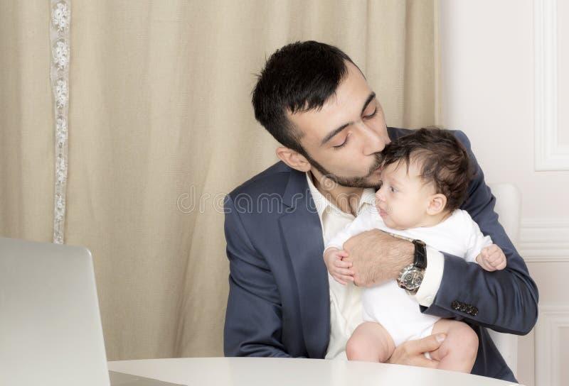Портрет человека с ребенком стоковое фото rf