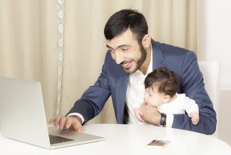 Портрет человека с ребенком стоковые фото