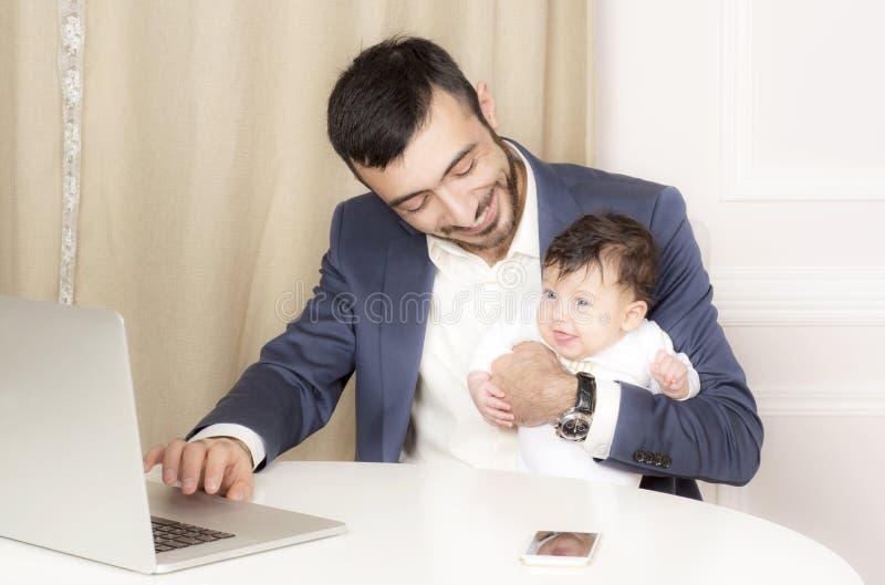 Портрет человека с ребенком стоковое изображение